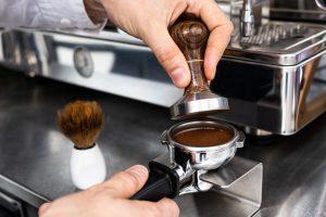 Tecniche e trucchi sulla corretta PRESSATURA del caffè macinato
