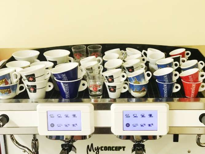 CUPS: how should they be placed on the cup warmer of the epresso machine?